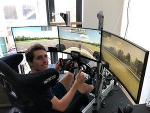 Dani Juncadella, R-Motorsport, en el simulador de su casa