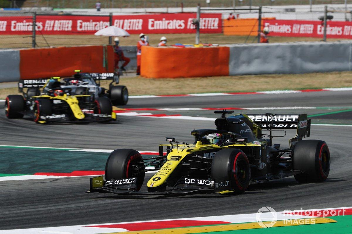 Daniel Ricciardo, Renault F1 Team R.S.20, precede Esteban Ocon, Renault F1 Team R.S.20