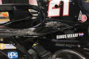 Beschadigde rollhoop en aeroscreen op de wagen van Rinus VeeKay, Ed Carpenter Racing-Chevrolet