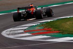 Scintille dal retotreno dell'auto di Max Verstappen, Red Bull Racing RB16