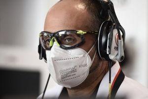 Les masques portés dans les garages
