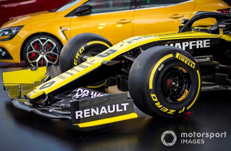 Detalle del morro y el alerón delantero del Renault F1 Team R.S.20