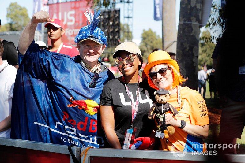 Fans de Red Bull Racing, Lewis Hamilton y McLaren