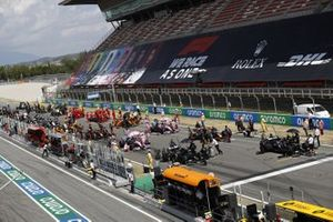 The grid. Lewis Hamilton, Mercedes-AMG Petronas F1, lines-up on pole, ahead of Valtteri Bottas, Mercedes-AMG Petronas F1, Max Verstappen, Red Bull Racing, Sergio Perez, Racing Point and Lance Stroll, Racing Point