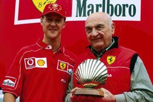 Michael Schumacher, Ferrari, el ganador del GP número 100 y José Froilán González, el ganador del primer GP de Ferrari