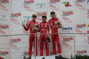 Podio Gara 3: il vincitore della gara Enzo Fittipaldi, Prema Theodore Racing, il secondo classificato Gianluca Petecof, Prema Theodore Racing e il terzo classificato Olli Caldwell, Prema Theodore Racing