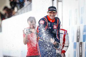 Podyum: Yarış galibi Gabriele Tarquini, BRC Racing Team Hyundai i30 N TCR