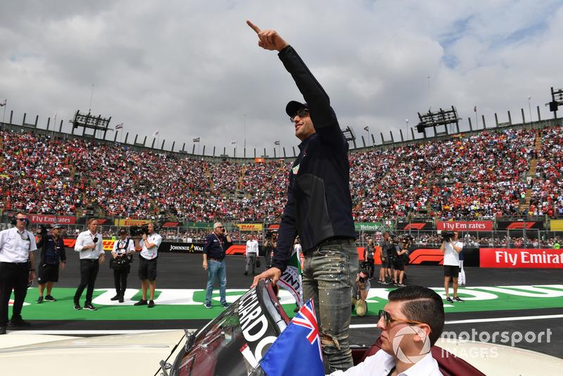 Daniel Ricciardo, Red Bull Racing, Fernando Alonso, McLaren en el desfile de pilotos