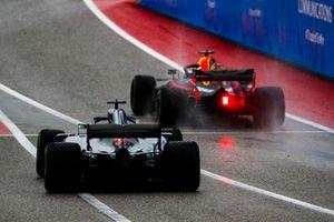 Daniel Ricciardo, Red Bull Racing RB14, and Lewis Hamilton, Mercedes AMG F1 W09 EQ Power+, leave the pit lane