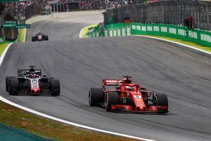 Sebastian Vettel, Ferrari SF71H, Romain Grosjean, Haas F1 Team VF-18
