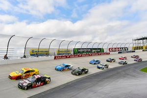 Clint Bowyer, Stewart-Haas Racing, Ford Fusion Haas VF1/Rush Truck Centers e Joey Logano, Team Penske, Ford Fusion Shell Pennzoil