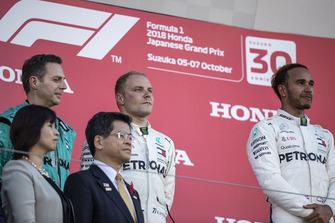 Ms. Noriko Suematsu, Mayor of Suzuka City, Matt Deane, Mercedes AMG F1 Chief Mechanic, Mr. Keiichi Ishii, Minister of Land, Infrastructure, Transport and Tourism, Valtteri Bottas, Mercedes AMG F1 and Lewis Hamilton, Mercedes AMG F1 on the podium .