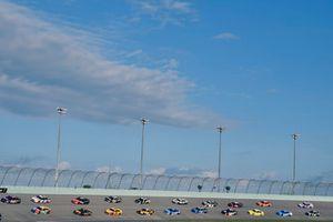 Denny Hamlin, Joe Gibbs Racing, Toyota Camry FedEx Express e Ryan Preece, Joe Gibbs Racing, Toyota Camry Rheem-Watts