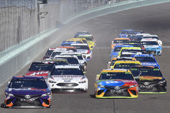 Start zum NASCAR-Finale 2018 in Homestead: Denny Hamlin, Joe Gibbs Racing, Toyota Camry FedEx Express, Kyle Busch, Joe Gibbs Racing, Toyota Camry M&M's