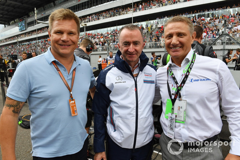 Boris Rotenberg, Paddy Lowe, Williams Shareholder and Technical Director and Mika Salo on the grid