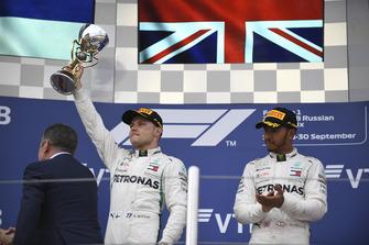 Valtteri Bottas, Mercedes AMG F1 and Lewis Hamilton, Mercedes AMG F1 celebrates with the trophy on the podium