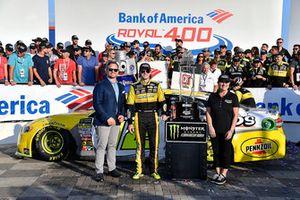 Il vincitore Ryan Blaney, Team Penske, Ford Fusion Menards/Pennzoil