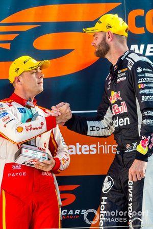 Подиум: Скотт Маклафлин, DJR Team Penske, и Шейн ван Гисберген, Triple Eight Race Engineering