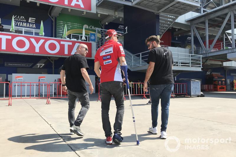 Jorge Lorenzo, a su llegada a Tailandia tras la lesión en el pie