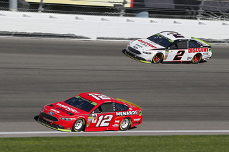 Ryan Blaney, Team Penske, Ford Fusion Menards/Wrangler Riggs Workwear e Brad Keselowski, Team Penske, Ford Fusion Discount Tire