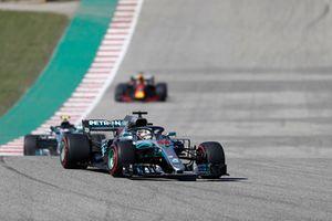 Lewis Hamilton, Mercedes AMG F1 W09 EQ Power+, leads Valtteri Bottas, Mercedes AMG F1 W09 EQ Power+