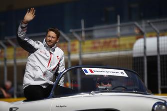 Romain Grosjean, Haas F1 Team, in the drivers parade