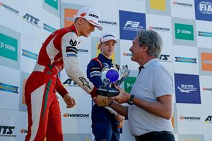 Le podium du championnat : le Champion Mick Schumacher, PREMA Theodore Racing Dallara F317 - Mercedes-Benz