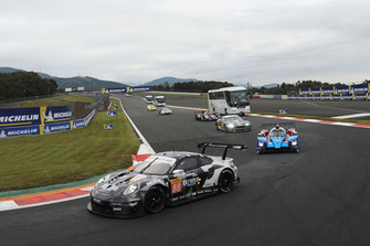#88 Dempsey Proton Competition Porsche 911 RSR: Matteo Cairoli, S Hoshino, Giorgio Roda with circuit safari bus