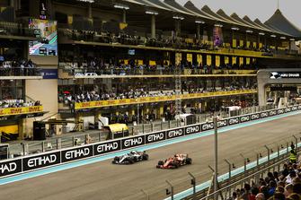 Valtteri Bottas, Mercedes AMG F1 W09 EQ Power+ an Sebastian Vettel, Ferrari SF71H