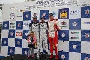 Podio TCR Gara 1: il vincitore della gara Luigi Ferrara, 42 Racing SA, il secondo classificato Eric Scalvini, BRC Racing Team, il terzo classificato Enrico Bettera, Pit lane Competizioni
