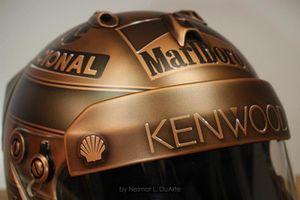Casco de Ayrton Senna en bronce por Neimar Duarte
