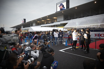 Lewis Hamilton, Mercedes AMG F1, talks to the fans
