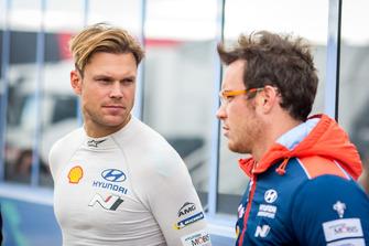 Andreas Mikkelsen, Hyundai Motorsport, Thierry Neuville, Hyundai Motorsport