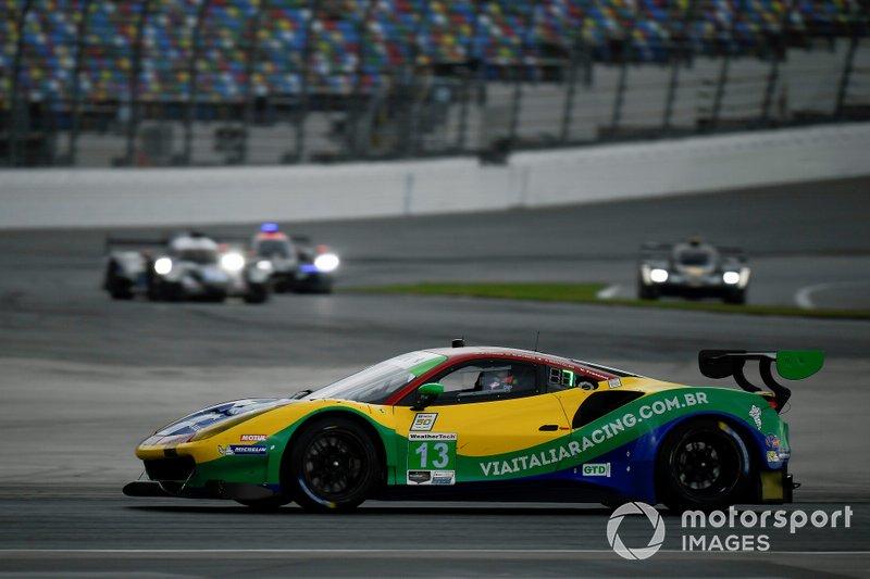 #13 Via Italia Racing Ferrari 488 GT3, GTD: Chico Longo, Victor Franzoni, Marcos Gomes