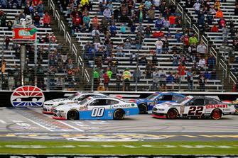 Cole Custer, Stewart-Haas Racing, Ford Mustang Autodesk and Tyler Reddick, JR Motorsports, Chevrolet Camaro BurgerFi restart