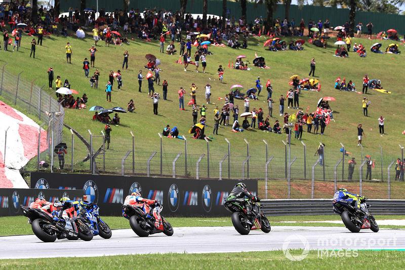 Лідер гонки після старту Валентино Россі, Yamaha Factory Racing