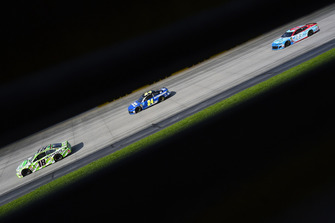Kyle Busch, Joe Gibbs Racing, Toyota Camry Interstate Batteries e William Byron, Hendrick Motorsports, Chevrolet Camaro Hendrick Autoguard