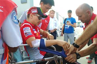 نقل خورخي لورينزو، فريق دوكاتي الى المستشفى بعد الحادث
