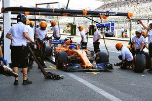 Fernando Alonso, McLaren MCL33 s'arrête aux stands