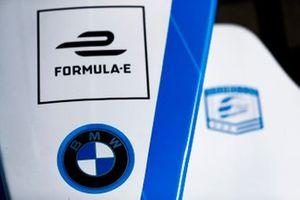 Эмблема BMW на носовом обтекателе BMW iFE.18