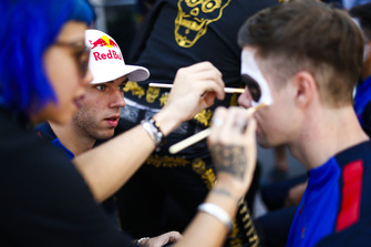 Pierre Gasly, Toro Rosso, participates in face painting