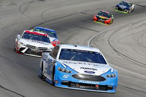 Ryan Blaney, Team Penske, Ford Fusion Accella/Carlisle and Erik Jones, Joe Gibbs Racing, Toyota Camry Sport Clips
