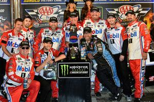 Kevin Harvick, Stewart-Haas Racing, Ford Fusion Mobil 1 celebrates his win in Victory Lane