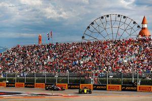 Nico Hulkenberg, Renault Sport F1 Team R.S. 18, leads Kevin Magnussen, Haas F1 Team VF-18