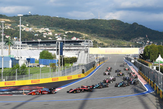 Start of the feature Race