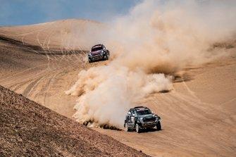 Якуб Пшигоньский и Том Колсул, ORLEN X-raid Team (№303), Нани Рома и Алеш Харо, X-raid MINI JCW Rally Team, MINI JCW Rally (№307)