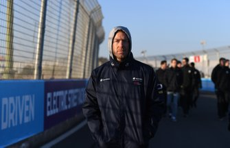 Sam Bird, Envision Virgin Racing, walks the track