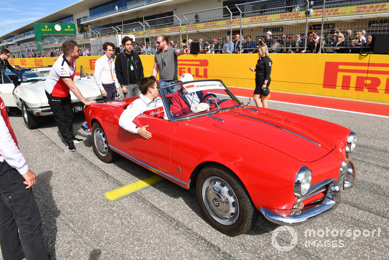 Charles Leclerc, Sauber, nella drivers parade