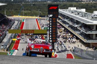 Charles Leclerc, Sauber, en el desfile de pilotos