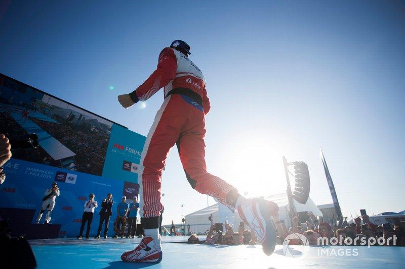 Jérôme d'Ambrosio, Mahindra Racing, 1° classificato, festeggia sul podio